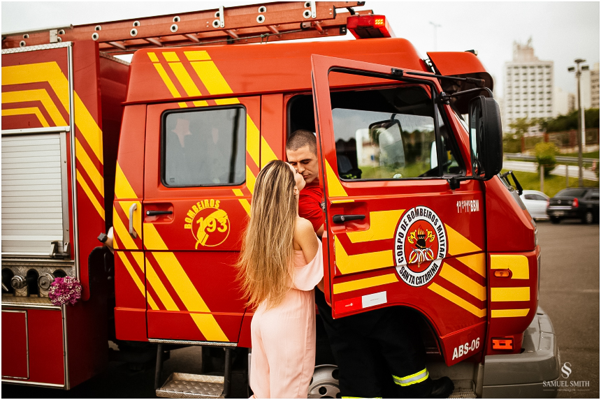 casal-de-bombeiros-noivos-bombeiros-ensaio-de-bombeiros-noivos-militar-casal-militar-pre-casamento-ensaio-fotografico-noivos-florianopolis-sc-fotografo-de-casamento-sc-14