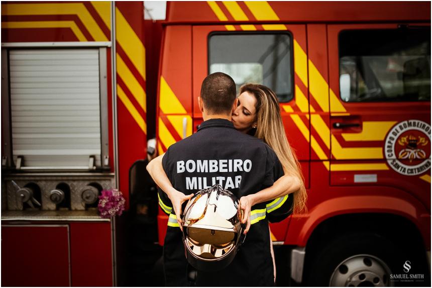 casal-de-bombeiros-noivos-bombeiros-ensaio-de-bombeiros-noivos-militar-casal-militar-pre-casamento-ensaio-fotografico-noivos-florianopolis-sc-fotografo-de-casamento-sc-18