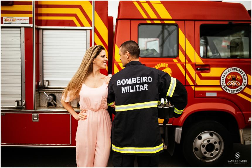 casal-de-bombeiros-noivos-bombeiros-ensaio-de-bombeiros-noivos-militar-casal-militar-pre-casamento-ensaio-fotografico-noivos-florianopolis-sc-fotografo-de-casamento-sc-19