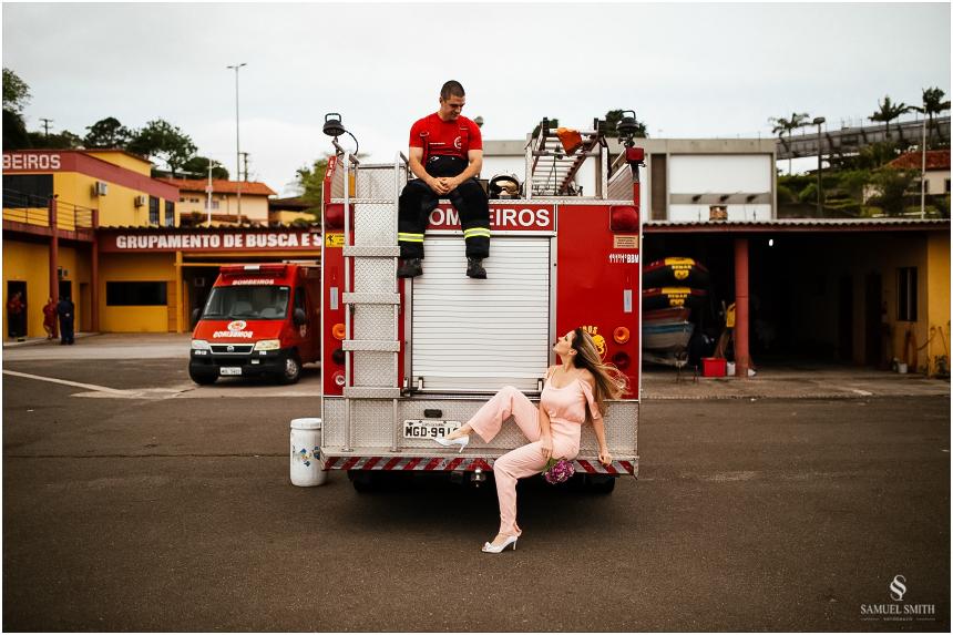 casal-de-bombeiros-noivos-bombeiros-ensaio-de-bombeiros-noivos-militar-casal-militar-pre-casamento-ensaio-fotografico-noivos-florianopolis-sc-fotografo-de-casamento-sc-20