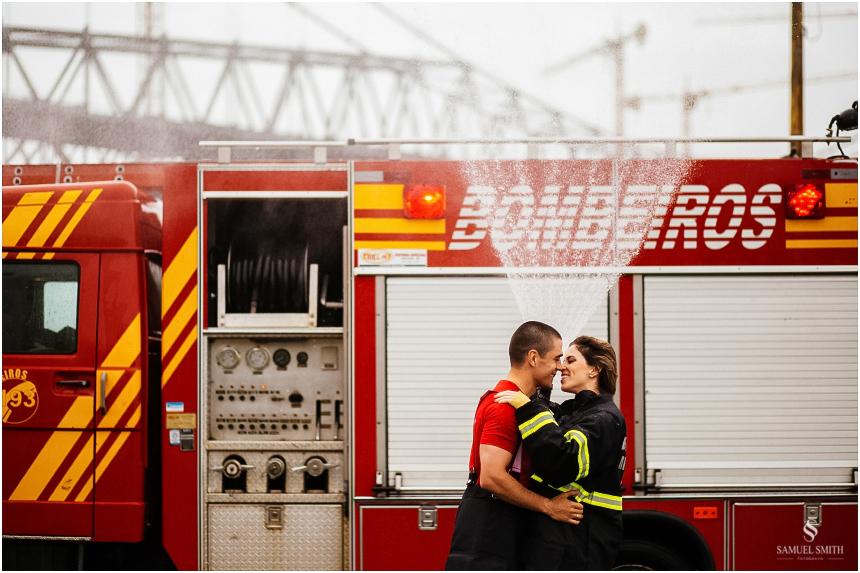 casal-de-bombeiros-noivos-bombeiros-ensaio-de-bombeiros-noivos-militar-casal-militar-pre-casamento-ensaio-fotografico-noivos-florianopolis-sc-fotografo-de-casamento-sc-21