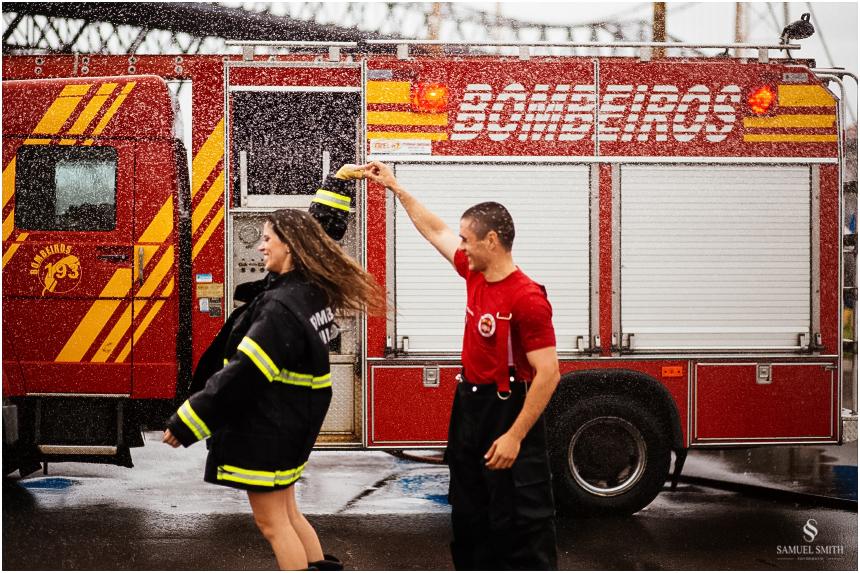 casal-de-bombeiros-noivos-bombeiros-ensaio-de-bombeiros-noivos-militar-casal-militar-pre-casamento-ensaio-fotografico-noivos-florianopolis-sc-fotografo-de-casamento-sc-24