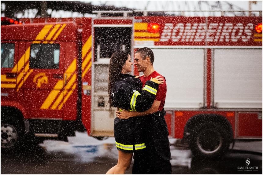 casal-de-bombeiros-noivos-bombeiros-ensaio-de-bombeiros-noivos-militar-casal-militar-pre-casamento-ensaio-fotografico-noivos-florianopolis-sc-fotografo-de-casamento-sc-28
