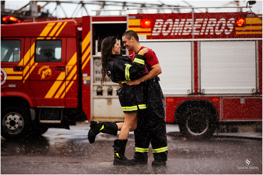 casal-de-bombeiros-noivos-bombeiros-ensaio-de-bombeiros-noivos-militar-casal-militar-pre-casamento-ensaio-fotografico-noivos-florianopolis-sc-fotografo-de-casamento-sc-29