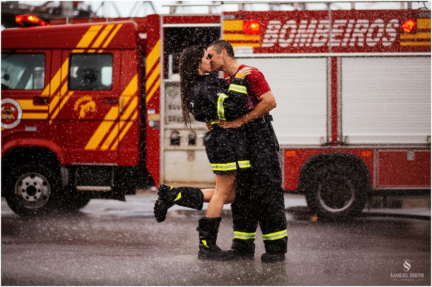 casal-de-bombeiros-noivos-bombeiros-ensaio-de-bombeiros-noivos-militar-casal-militar-pre-casamento-ensaio-fotografico-noivos-florianopolis-sc-fotografo-de-casamento-sc-30