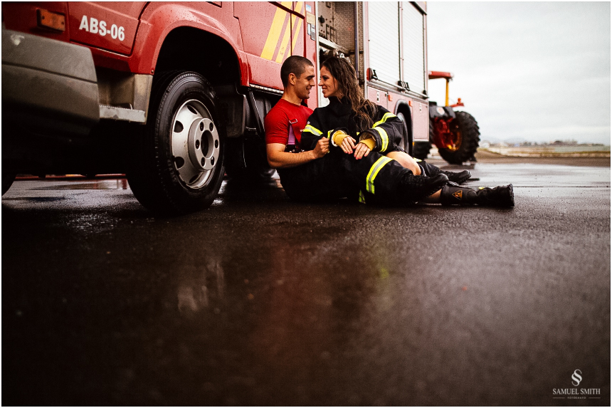 casal-de-bombeiros-noivos-bombeiros-ensaio-de-bombeiros-noivos-militar-casal-militar-pre-casamento-ensaio-fotografico-noivos-florianopolis-sc-fotografo-de-casamento-sc-32