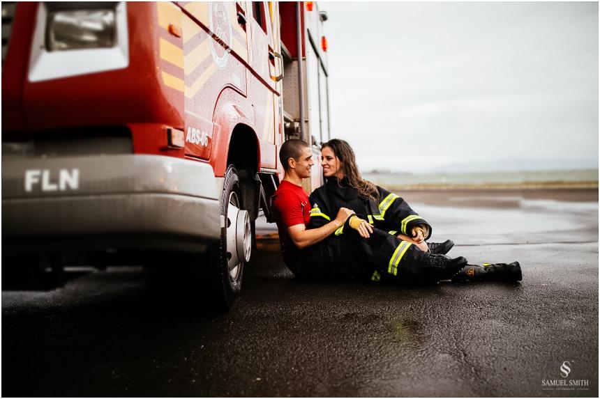 casal-de-bombeiros-noivos-bombeiros-ensaio-de-bombeiros-noivos-militar-casal-militar-pre-casamento-ensaio-fotografico-noivos-florianopolis-sc-fotografo-de-casamento-sc-33