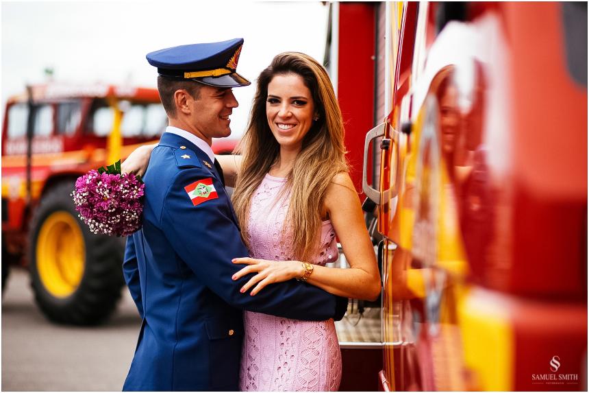 casal-de-bombeiros-noivos-bombeiros-ensaio-de-bombeiros-noivos-militar-casal-militar-pre-casamento-ensaio-fotografico-noivos-florianopolis-sc-fotografo-de-casamento-sc-5