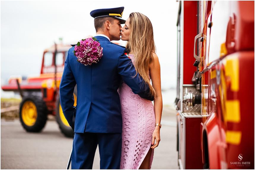 casal-de-bombeiros-noivos-bombeiros-ensaio-de-bombeiros-noivos-militar-casal-militar-pre-casamento-ensaio-fotografico-noivos-florianopolis-sc-fotografo-de-casamento-sc-6