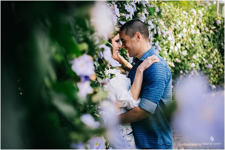fotos-noivos-pre-casamento-sessao-fotografica-ensaio-pre-wedding-praia-do-rosa-imbituba-sc-fotografo-de-casamento-samuel-smith-1