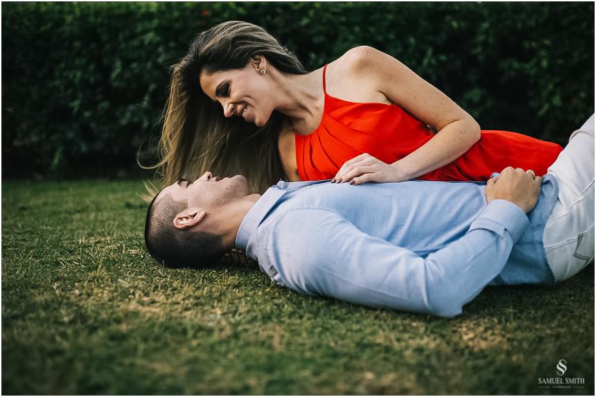 fotos-noivos-pre-casamento-sessao-fotografica-ensaio-pre-wedding-praia-do-rosa-imbituba-sc-fotografo-de-casamento-samuel-smith-12