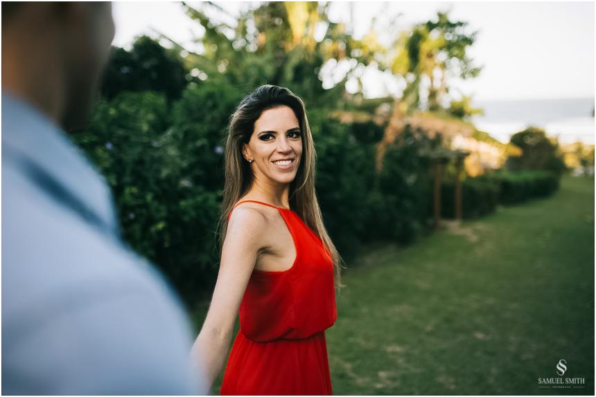 fotos-noivos-pre-casamento-sessao-fotografica-ensaio-pre-wedding-praia-do-rosa-imbituba-sc-fotografo-de-casamento-samuel-smith-15