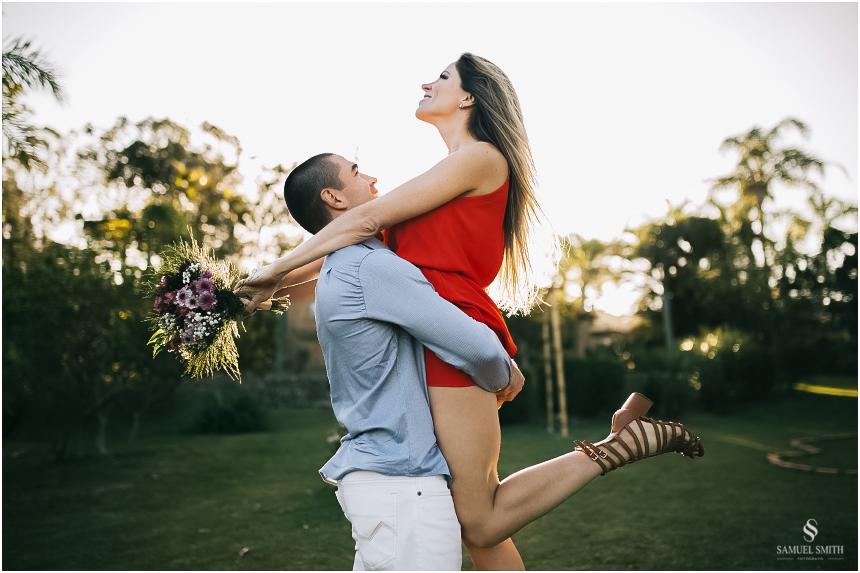 fotos-noivos-pre-casamento-sessao-fotografica-ensaio-pre-wedding-praia-do-rosa-imbituba-sc-fotografo-de-casamento-samuel-smith-17