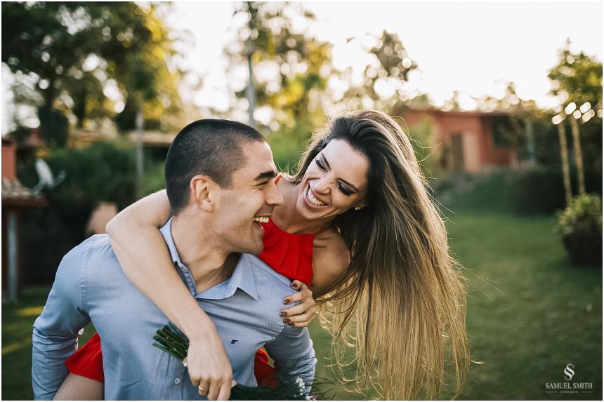 fotos-noivos-pre-casamento-sessao-fotografica-ensaio-pre-wedding-praia-do-rosa-imbituba-sc-fotografo-de-casamento-samuel-smith-21