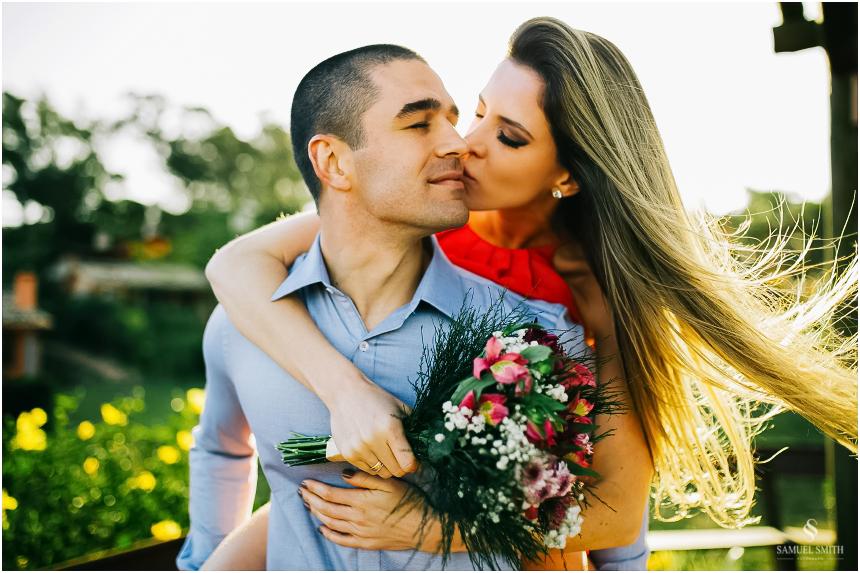 fotos-noivos-pre-casamento-sessao-fotografica-ensaio-pre-wedding-praia-do-rosa-imbituba-sc-fotografo-de-casamento-samuel-smith-22