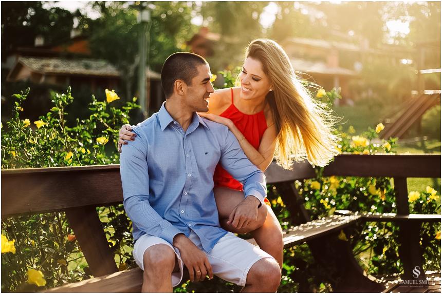 fotos-noivos-pre-casamento-sessao-fotografica-ensaio-pre-wedding-praia-do-rosa-imbituba-sc-fotografo-de-casamento-samuel-smith-23