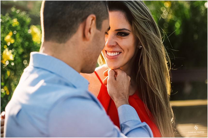fotos-noivos-pre-casamento-sessao-fotografica-ensaio-pre-wedding-praia-do-rosa-imbituba-sc-fotografo-de-casamento-samuel-smith-24