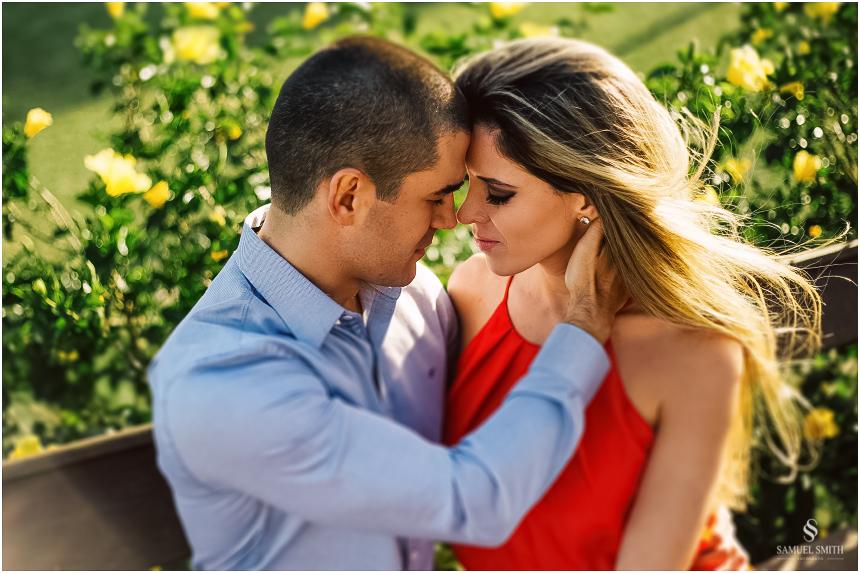 fotos-noivos-pre-casamento-sessao-fotografica-ensaio-pre-wedding-praia-do-rosa-imbituba-sc-fotografo-de-casamento-samuel-smith-25