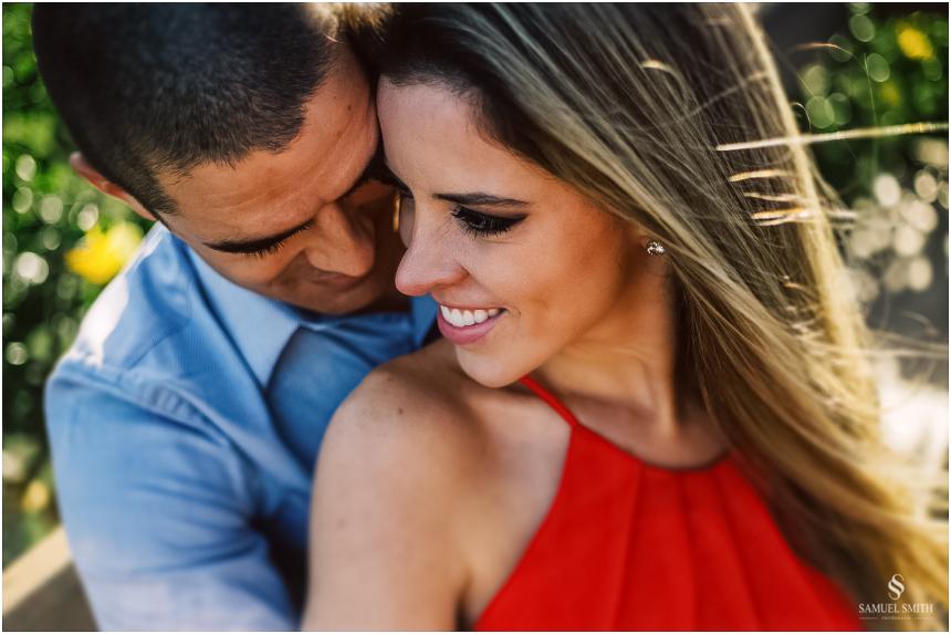 fotos-noivos-pre-casamento-sessao-fotografica-ensaio-pre-wedding-praia-do-rosa-imbituba-sc-fotografo-de-casamento-samuel-smith-26