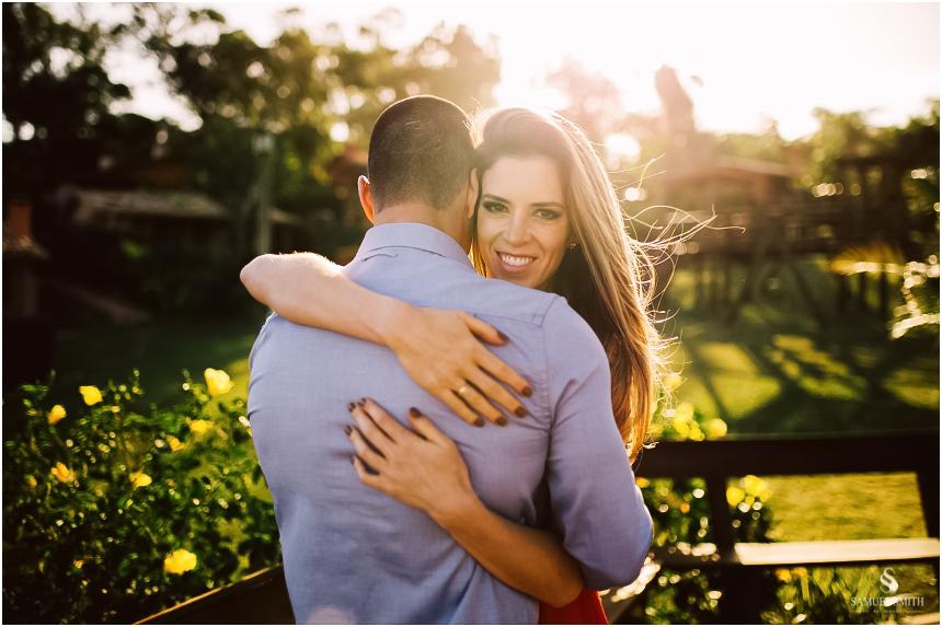 fotos-noivos-pre-casamento-sessao-fotografica-ensaio-pre-wedding-praia-do-rosa-imbituba-sc-fotografo-de-casamento-samuel-smith-29