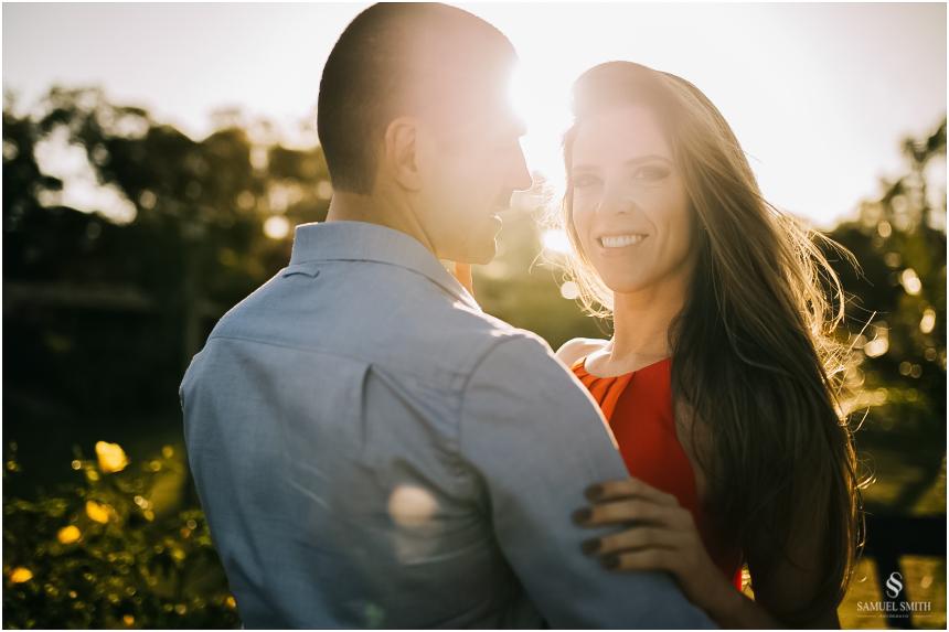 fotos-noivos-pre-casamento-sessao-fotografica-ensaio-pre-wedding-praia-do-rosa-imbituba-sc-fotografo-de-casamento-samuel-smith-30