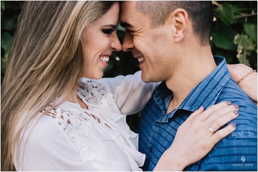 fotos-noivos-pre-casamento-sessao-fotografica-ensaio-pre-wedding-praia-do-rosa-imbituba-sc-fotografo-de-casamento-samuel-smith-4