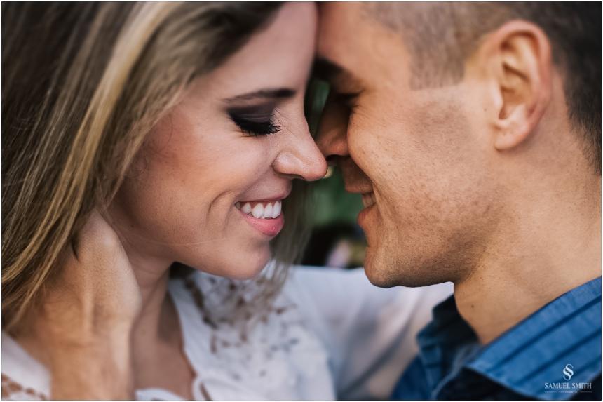 fotos-noivos-pre-casamento-sessao-fotografica-ensaio-pre-wedding-praia-do-rosa-imbituba-sc-fotografo-de-casamento-samuel-smith-5