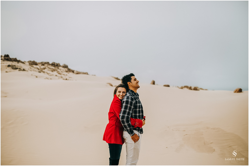 fotos-noivos-pre-casamento-sessao-fotografica-ensaio-pre-wedding-praia-farol-de-santa-marta-sc-fotografo-de-casamento-samuel-smith-14