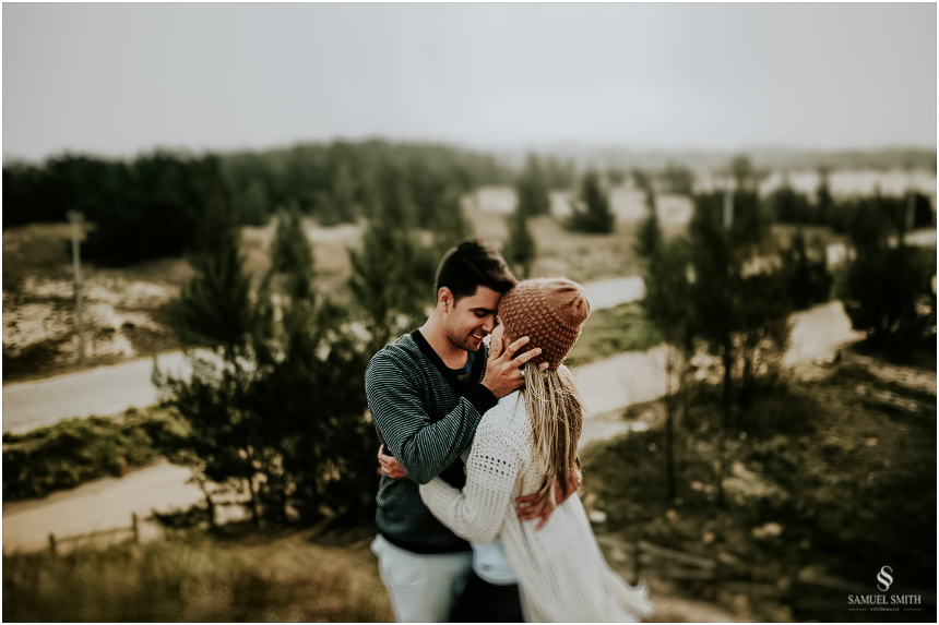 fotos-noivos-pre-casamento-sessao-fotografica-ensaio-pre-wedding-praia-farol-de-santa-marta-sc-fotografo-de-casamento-samuel-smith-42