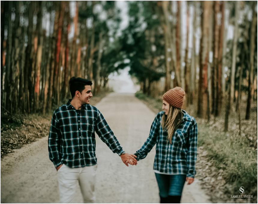 fotos-noivos-pre-casamento-sessao-fotografica-ensaio-pre-wedding-praia-farol-de-santa-marta-sc-fotografo-de-casamento-samuel-smith-57