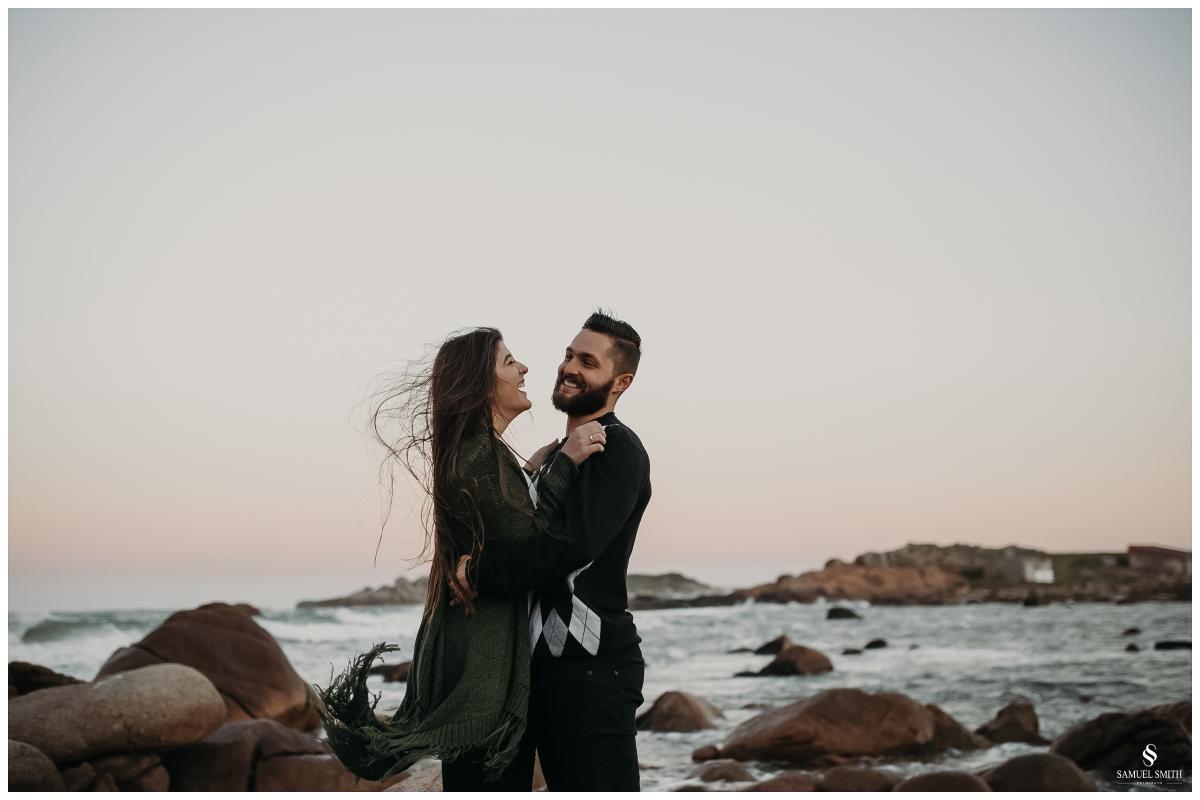 book casal laguna sc ensaio fotográfico namorados sessão de fotos praia farol de santa marta fotógrafo samuel smith (48)