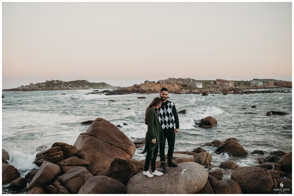 book casal laguna sc ensaio fotográfico namorados sessão de fotos praia farol de santa marta fotógrafo samuel smith (49)