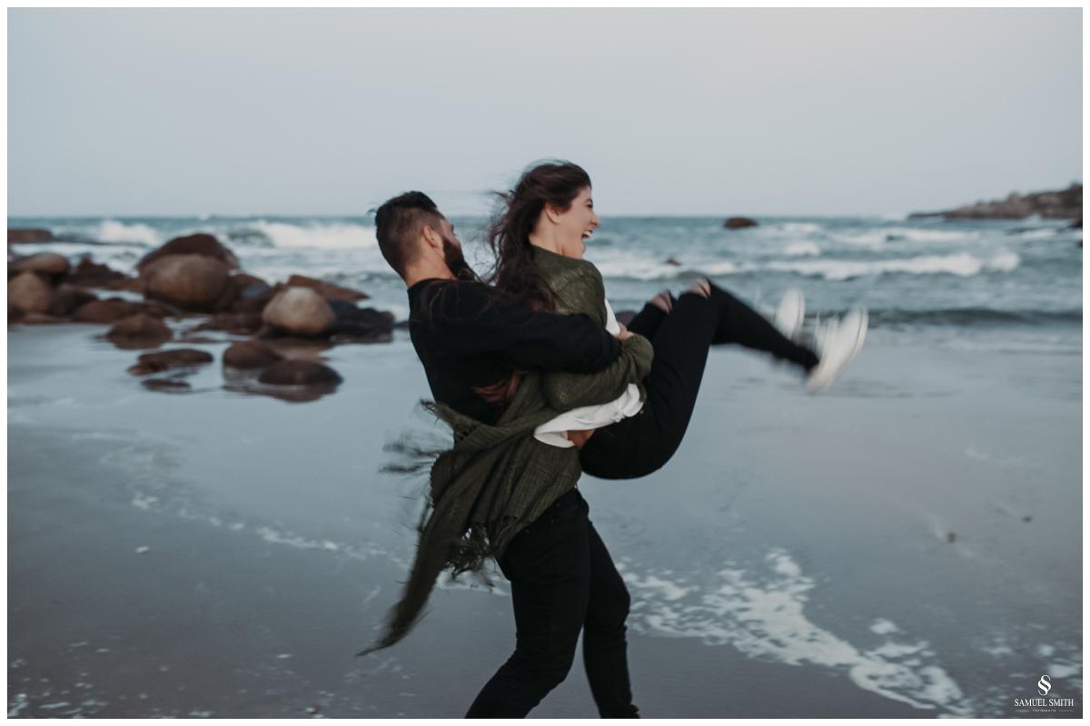 book casal laguna sc ensaio fotográfico namorados sessão de fotos praia farol de santa marta fotógrafo samuel smith (59)