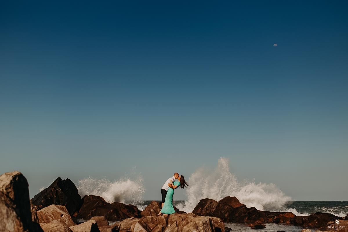 ensaio fotográfico casal pré casamento florianópolis sc praia da armação ribeirão da ilha fotos fotógrafo samuel smith (12)