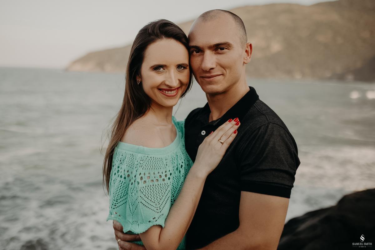 ensaio fotográfico casal pré casamento florianópolis sc praia da armação ribeirão da ilha fotos fotógrafo samuel smith (17)