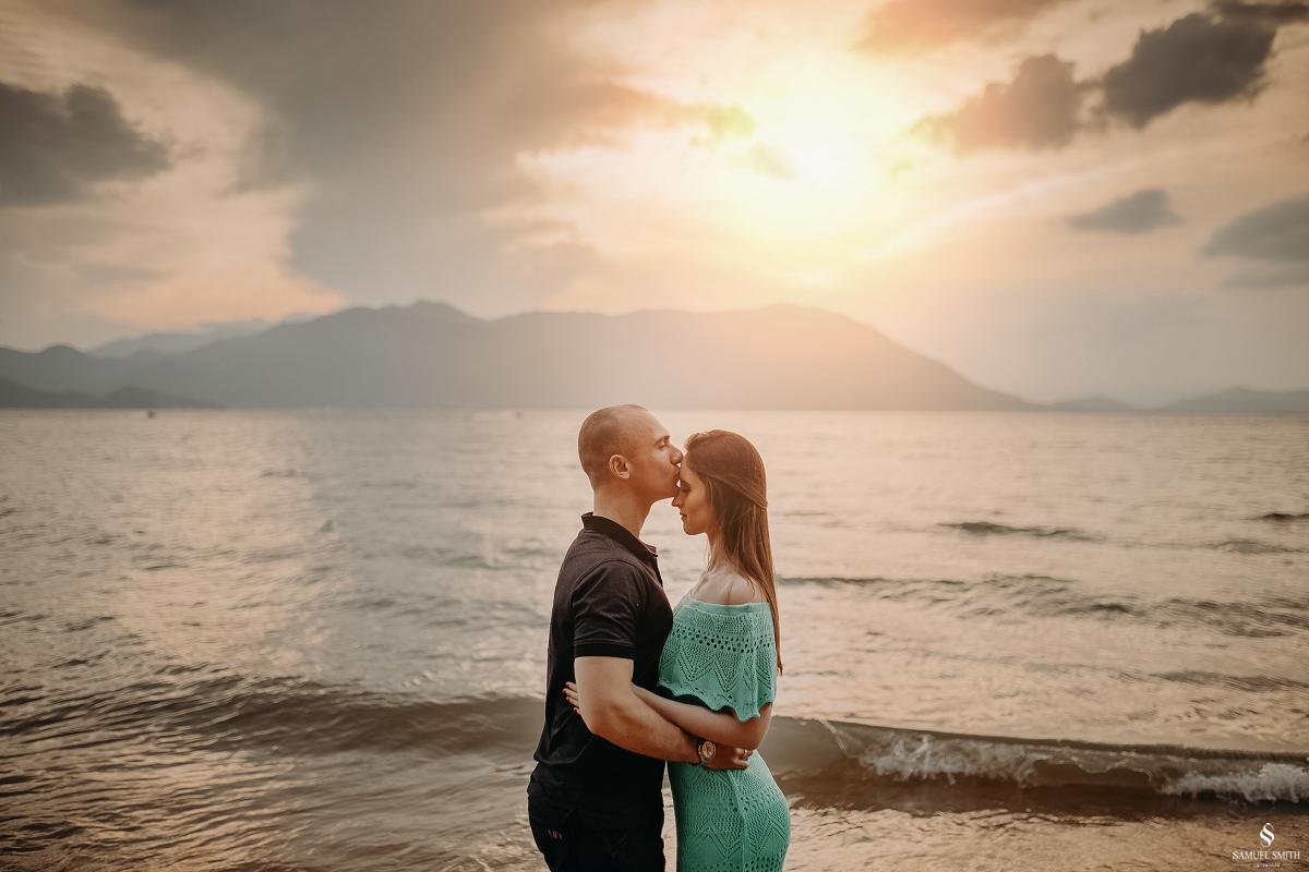 ensaio fotográfico casal pré casamento florianópolis sc praia da armação ribeirão da ilha fotos fotógrafo samuel smith (18)