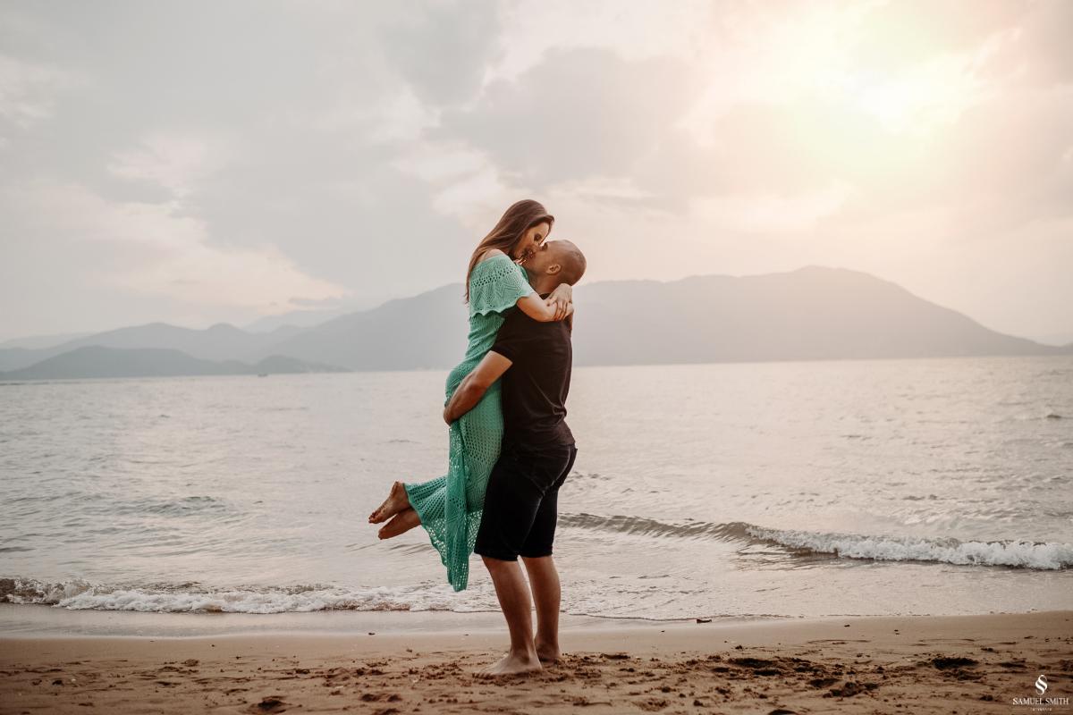 ensaio fotográfico casal pré casamento florianópolis sc praia da armação ribeirão da ilha fotos fotógrafo samuel smith (22)