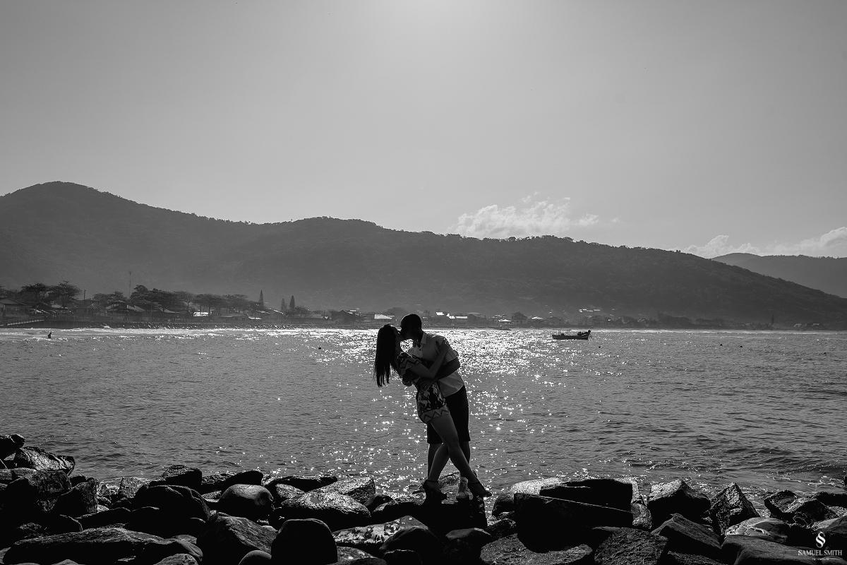 ensaio fotográfico casal pré casamento florianópolis sc praia da armação ribeirão da ilha fotos fotógrafo samuel smith (9)