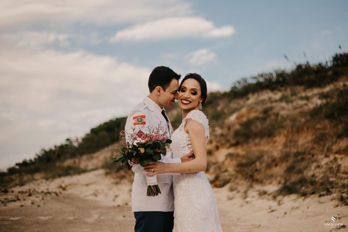 casamento ensaio fotográfico florianópolis praia da joaquina bombeiros floripa book casal noivos fotógrafo (14)