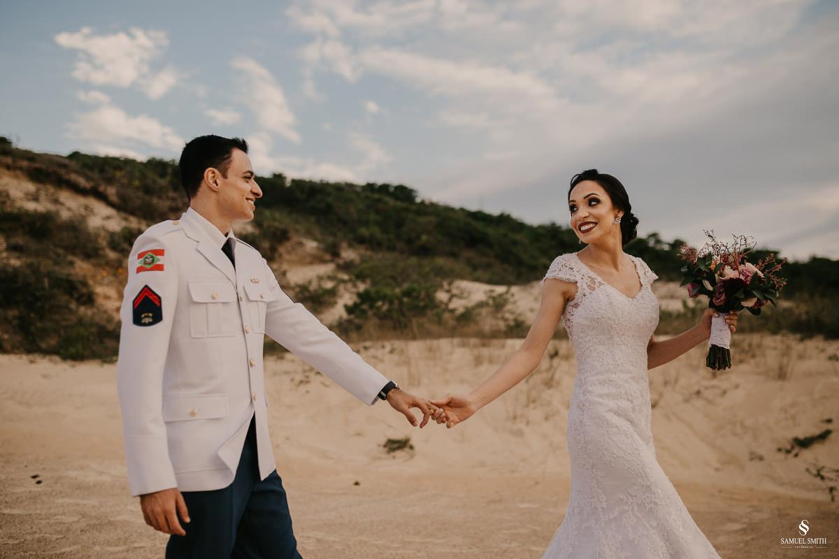 casamento ensaio fotográfico florianópolis praia da joaquina bombeiros floripa book casal noivos fotógrafo (16)