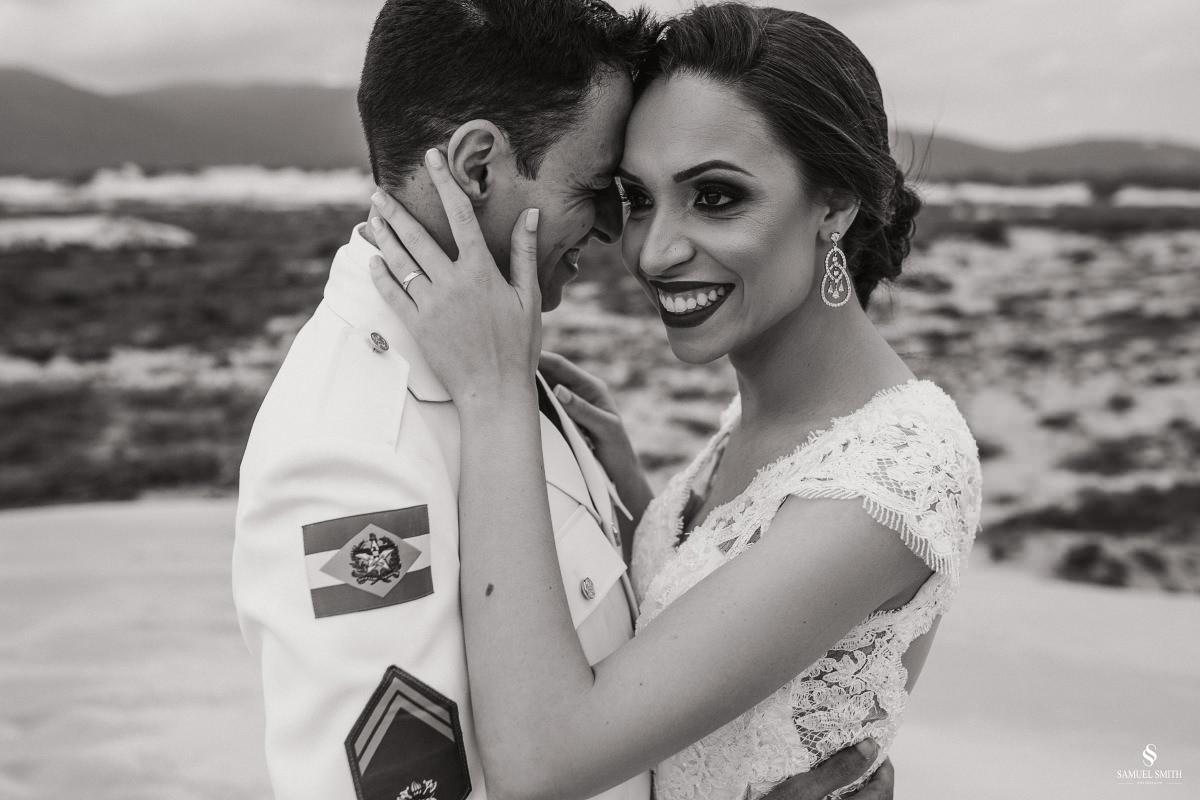 casamento ensaio fotográfico florianópolis praia da joaquina bombeiros floripa book casal noivos fotógrafo (17)