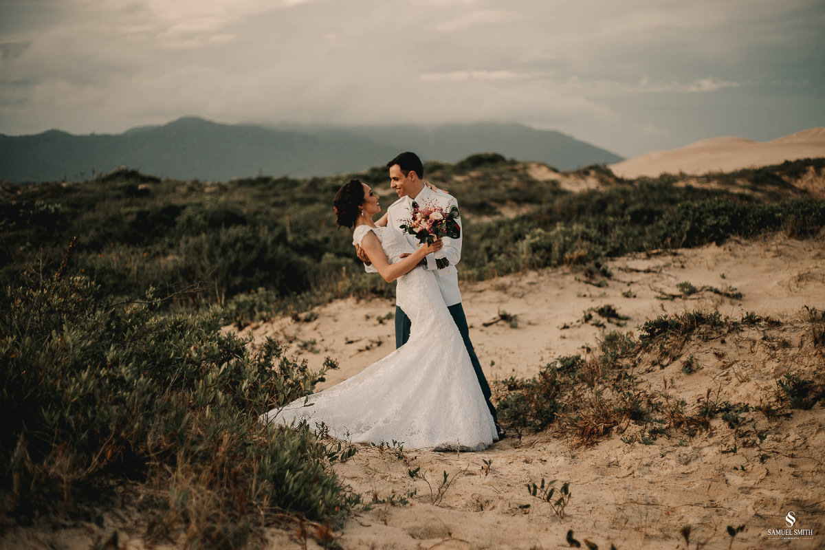 casamento ensaio fotográfico florianópolis praia da joaquina bombeiros floripa book casal noivos fotógrafo (23)