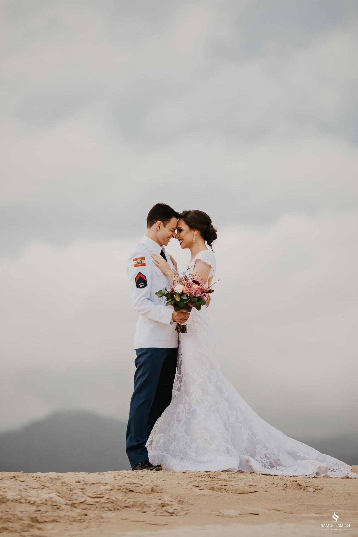 casamento ensaio fotográfico florianópolis praia da joaquina bombeiros floripa book casal noivos fotógrafo (28)