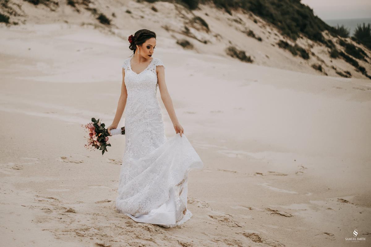 casamento ensaio fotográfico florianópolis praia da joaquina bombeiros floripa book casal noivos fotógrafo (31)